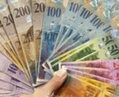 Schweiz: Albaner findet Tasche mit 9'000 CHF und…