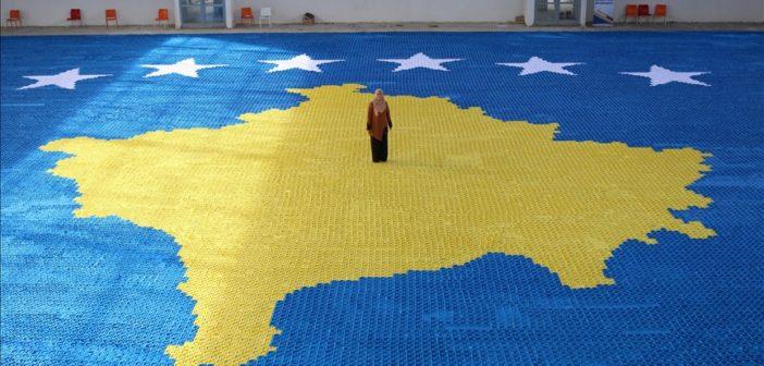 Albaner stellt Rekord auf mit der grössten Staatsflagge in Origami