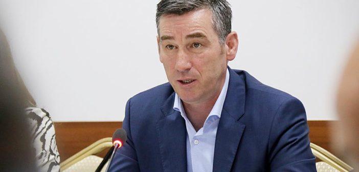 Reagon Kadri veseli – Është shqetësues fakti që për herë të parë një Kryeministër i Kosovës i cilëson marrëveshjet me NATO-n në kundërshtim me interesat e Kosovës.